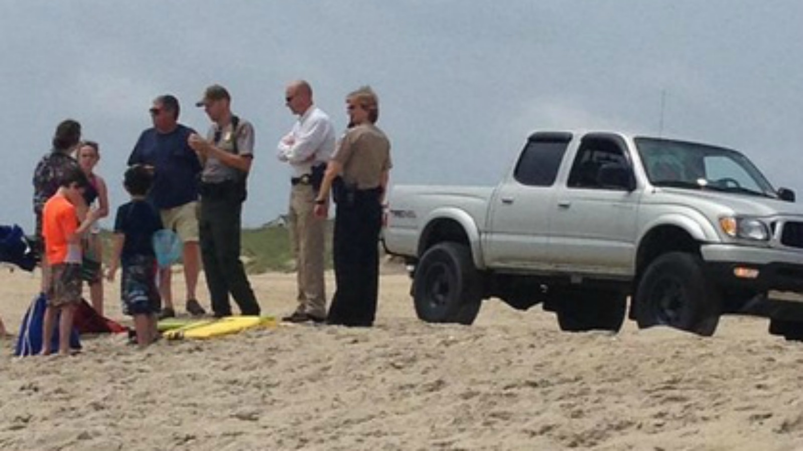 Video Man Bitten By Shark In Outer Banks While Trying To Get Others To Safety Myfox8 Com