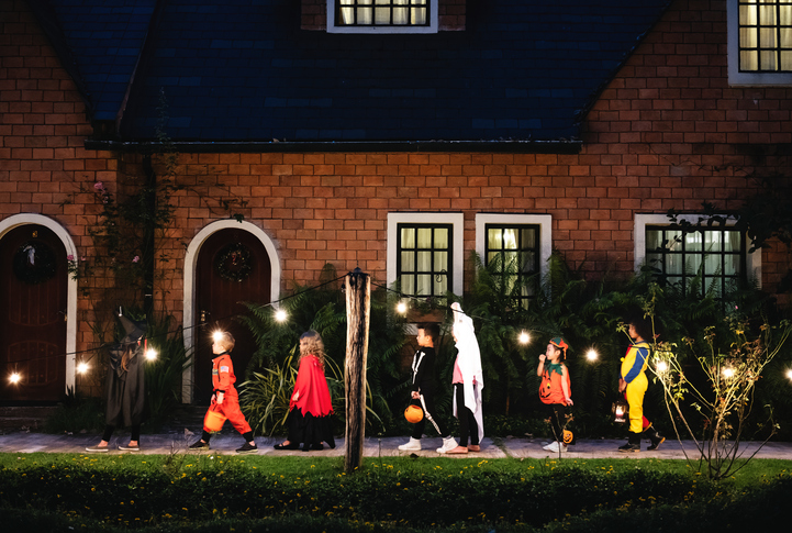 Group of kids with Halloween costumes walking to trick or treating (Getty Images)