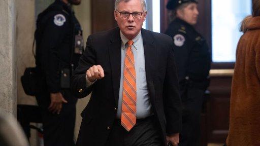 Sen. Richard Burr deals out fidget spinners to Republican ...