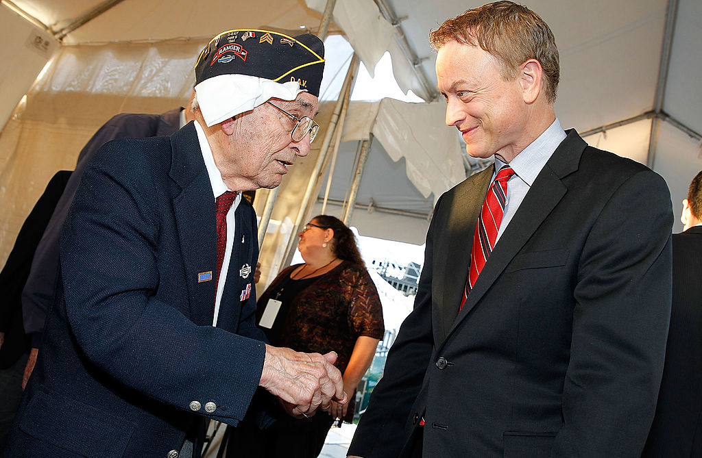 WASHINGTON, DC - MAY 25: Gary Sinise (R) talks with a WWII veteran backstage at the 25th National Memorial Day Concert at the U.S. Capitol, West Lawn on May 25, 2014 in Washington, DC. (Photo by Paul Morigi/Getty Images for Capitol Concerts)