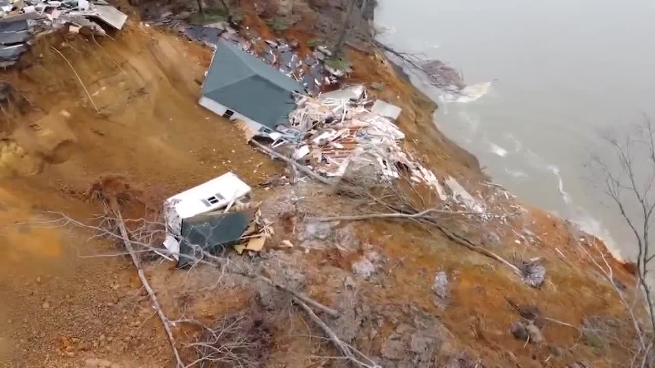 2 homes collapse into river during landslide