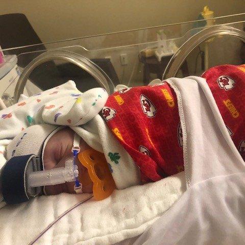 Hospital dresses newborn babies like the Kansas City Chiefs