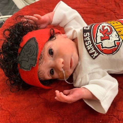 Hospital dresses newborn babies like the Kansas City Chiefs