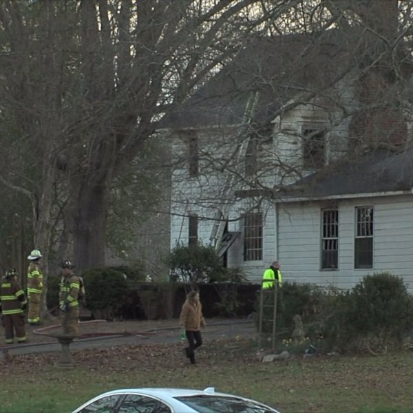 2 people killed in fire in Davidson County
