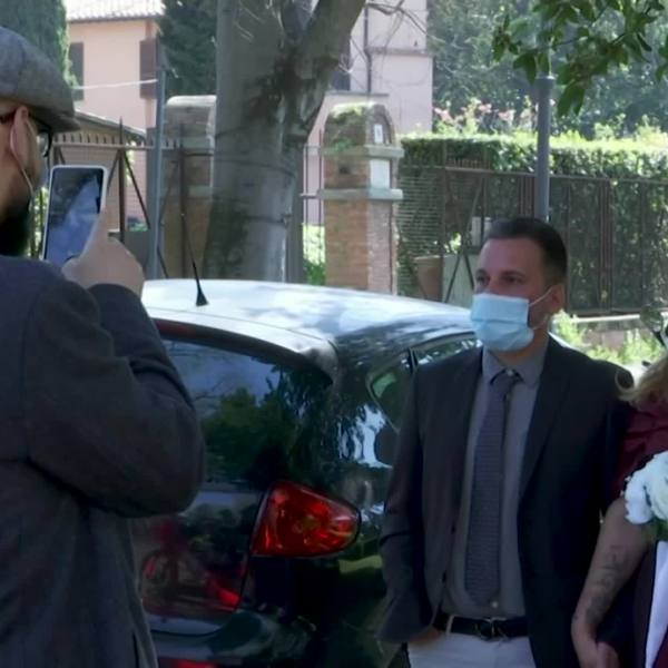 Couple gets married in masks, gloves amid covoravirus lockdown in Italy