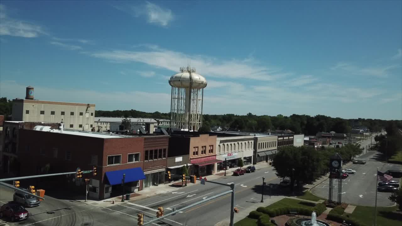 Drone video shows sunny view over Thomasville