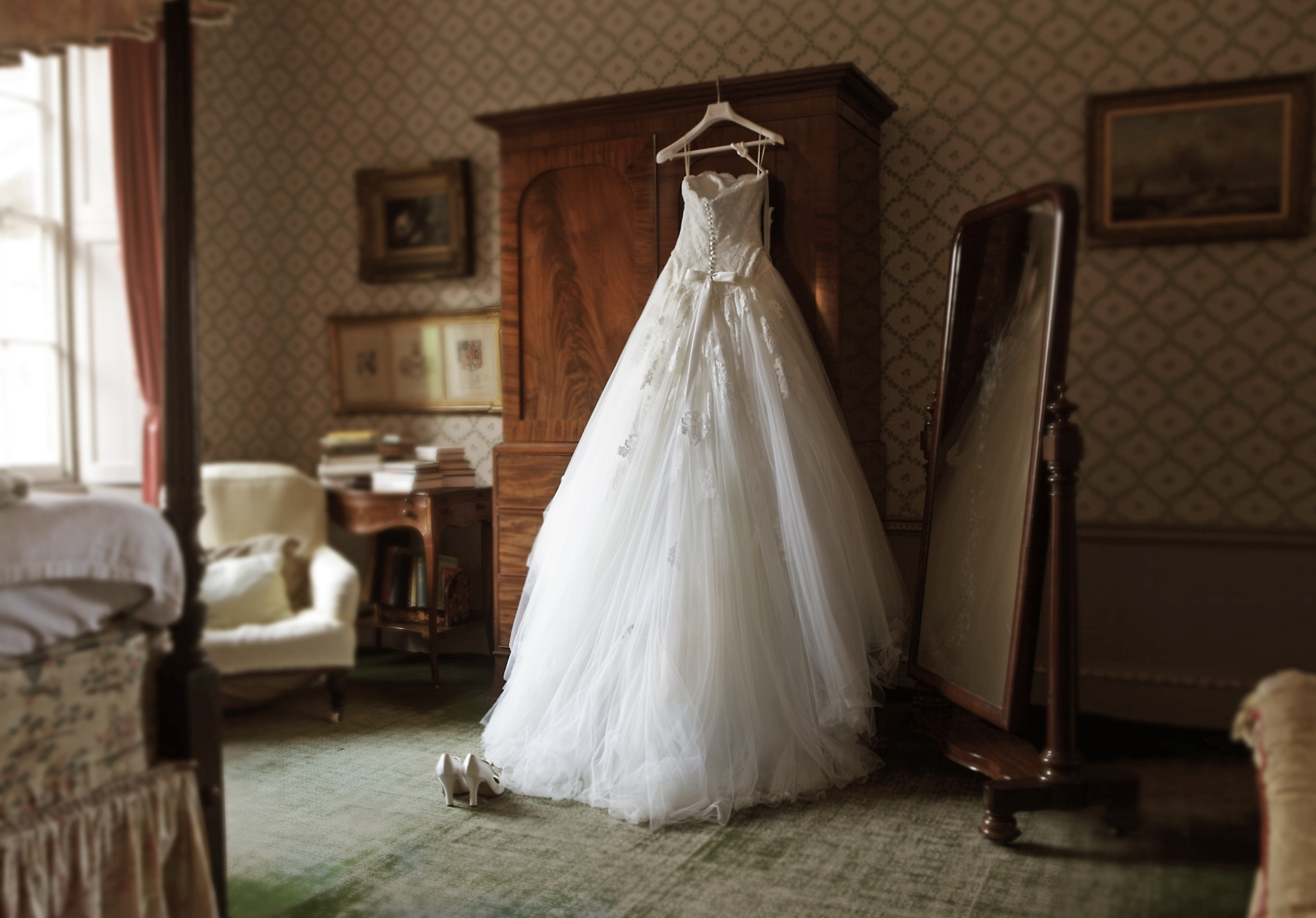 wedding dress in hotel room (Getty Images)
