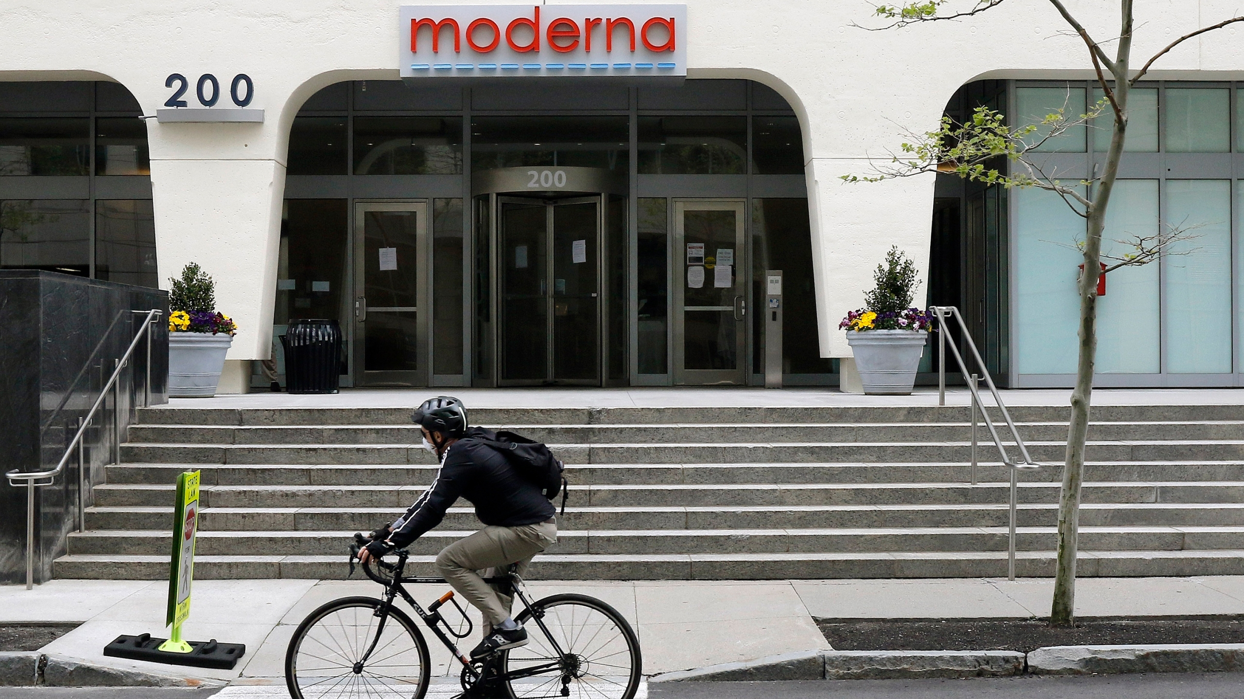 Moderna (AP Photo/Bill Sikes)