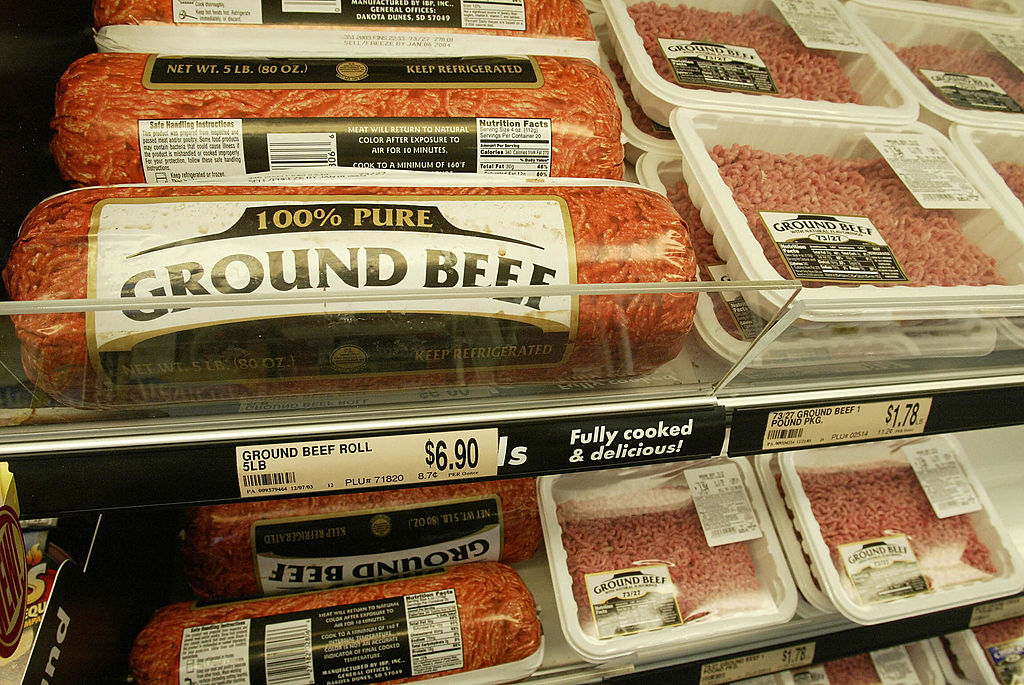 SUNNYSIDE, UNITED STATES: Ground beef is displayed for sale at a supermarket in Sunnywide, Washington, 29 December 2003. A Holstein infected with mad cow disease was born four months before the United States and Canada began banning from use in cattle feed brain and spinal cord tissue that is the primary means by which the ailment is transmitted, US agriculture department officials said 29 December 2003. AFP PHOTO / Robyn BECK (Photo credit should read ROBYN BECK/AFP via Getty Images)