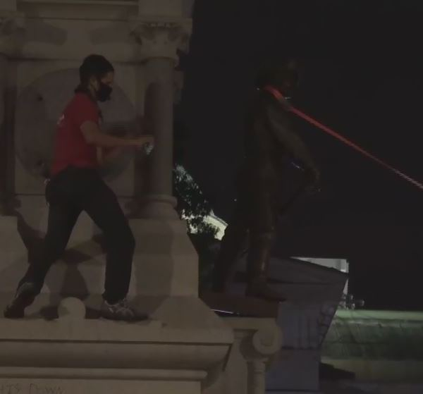 Protesters pull down Confederate monuments at State Capitol