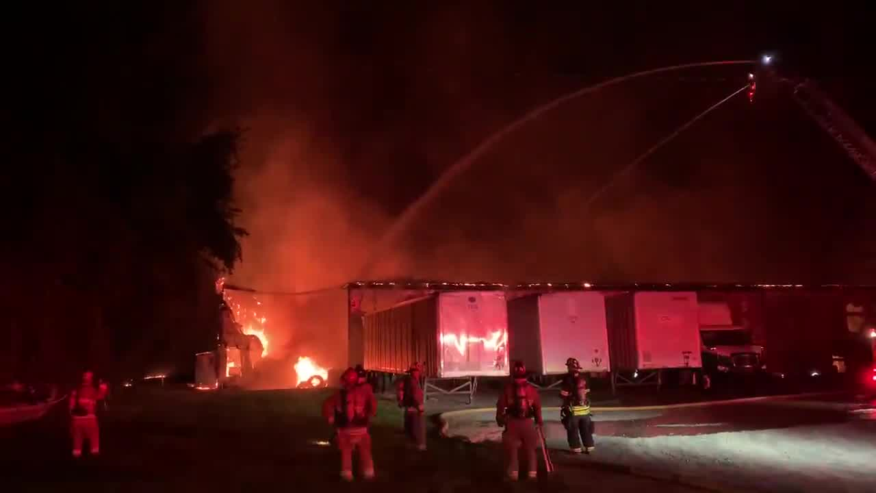 Business erupts in flames on Martin Luther King Jr. Drive in Winston-Salem (@cityofwsfire/Twitter)