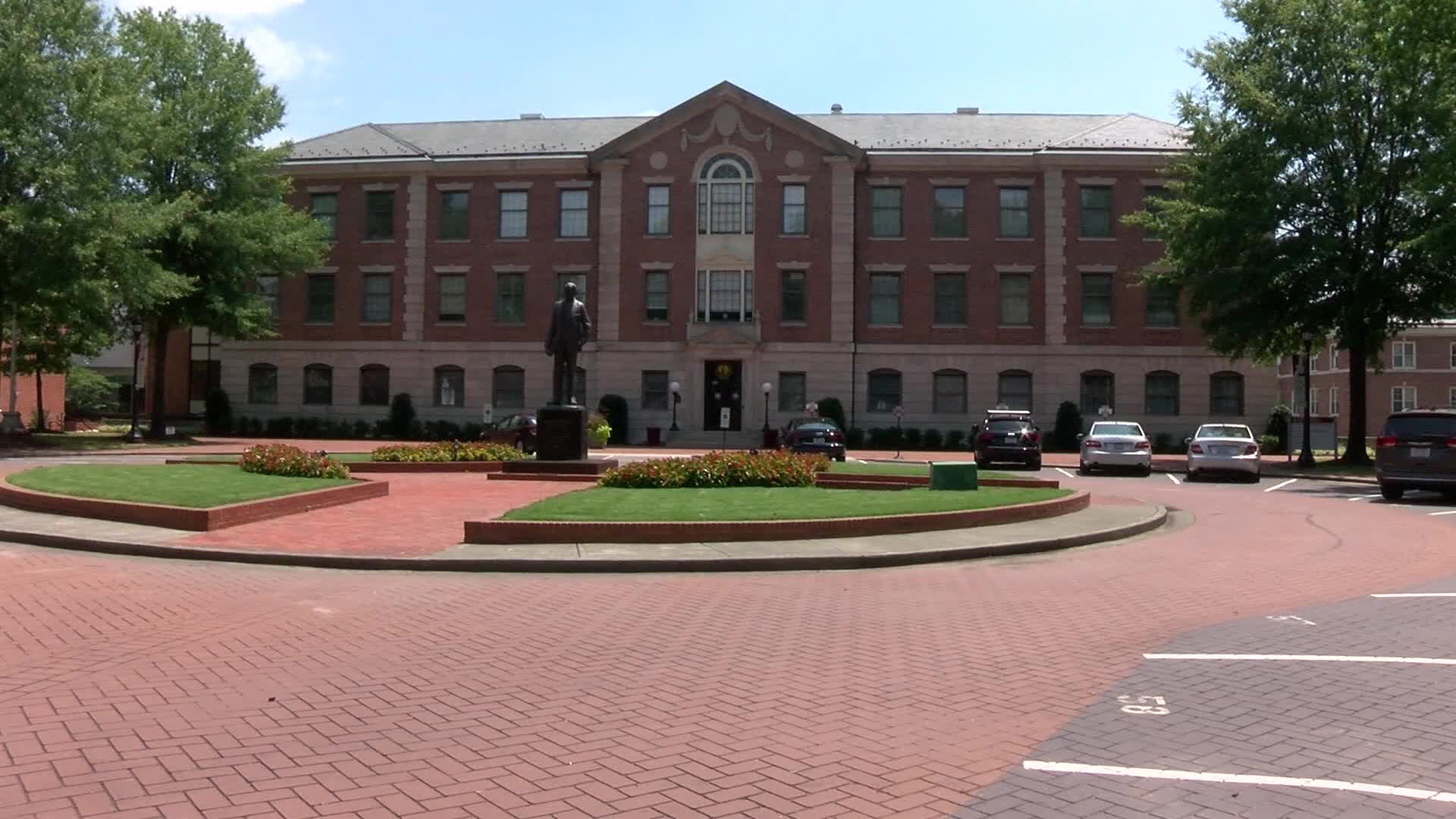 Faculty asks UNC System to move all classes online during COVID-19 pandemic