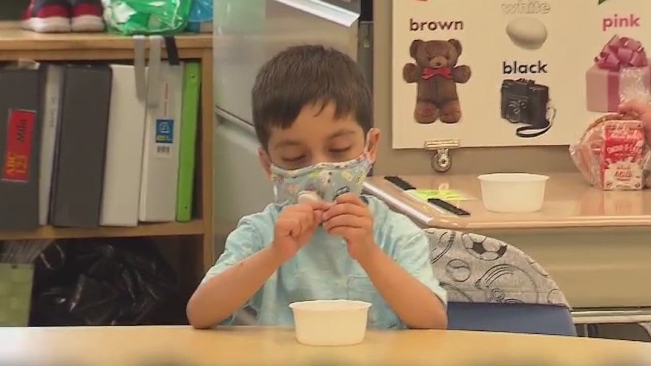 Tips for making sure your kids are wearing face masks throughout the pandemic