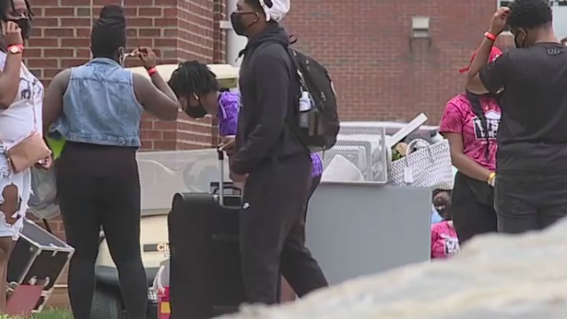 Winston-Salem State University students move in to campus
