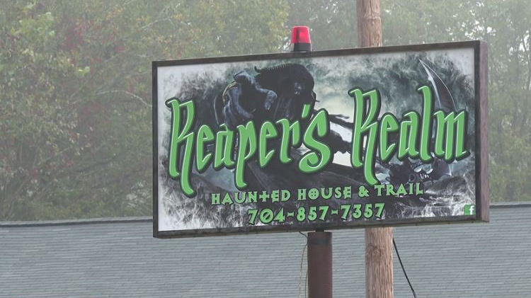 5 juveniles arrested at NC haunted house with crowd of more than 1,000, multiple shots fired during chaotic event (WJZY)