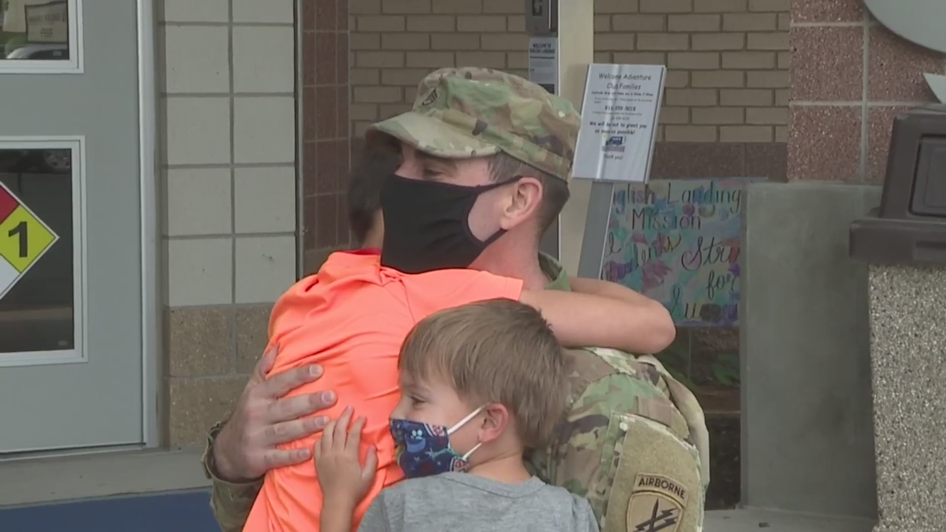Soldier surprises his kids with early homecoming at Northland school