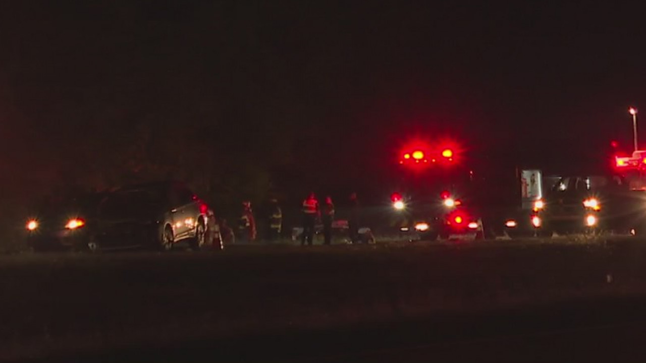 5 people hurt in crash involving 3 vehicles on I-74 in Forsyth County