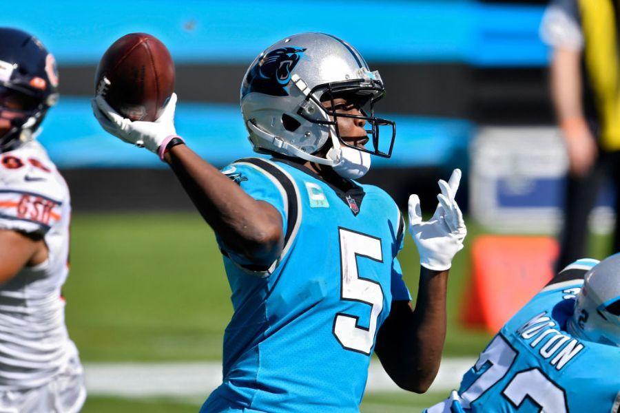 CHARLOTTE, NORTH CAROLINA - OCTOBER 18: Teddy Bridgewater #5 of the Carolina Panthers throws a pass in the third quarter against the Chicago Bears at Bank of America Stadium on October 18, 2020 in Charlotte, North Carolina. (Photo by Grant Halverson/Getty Images)
