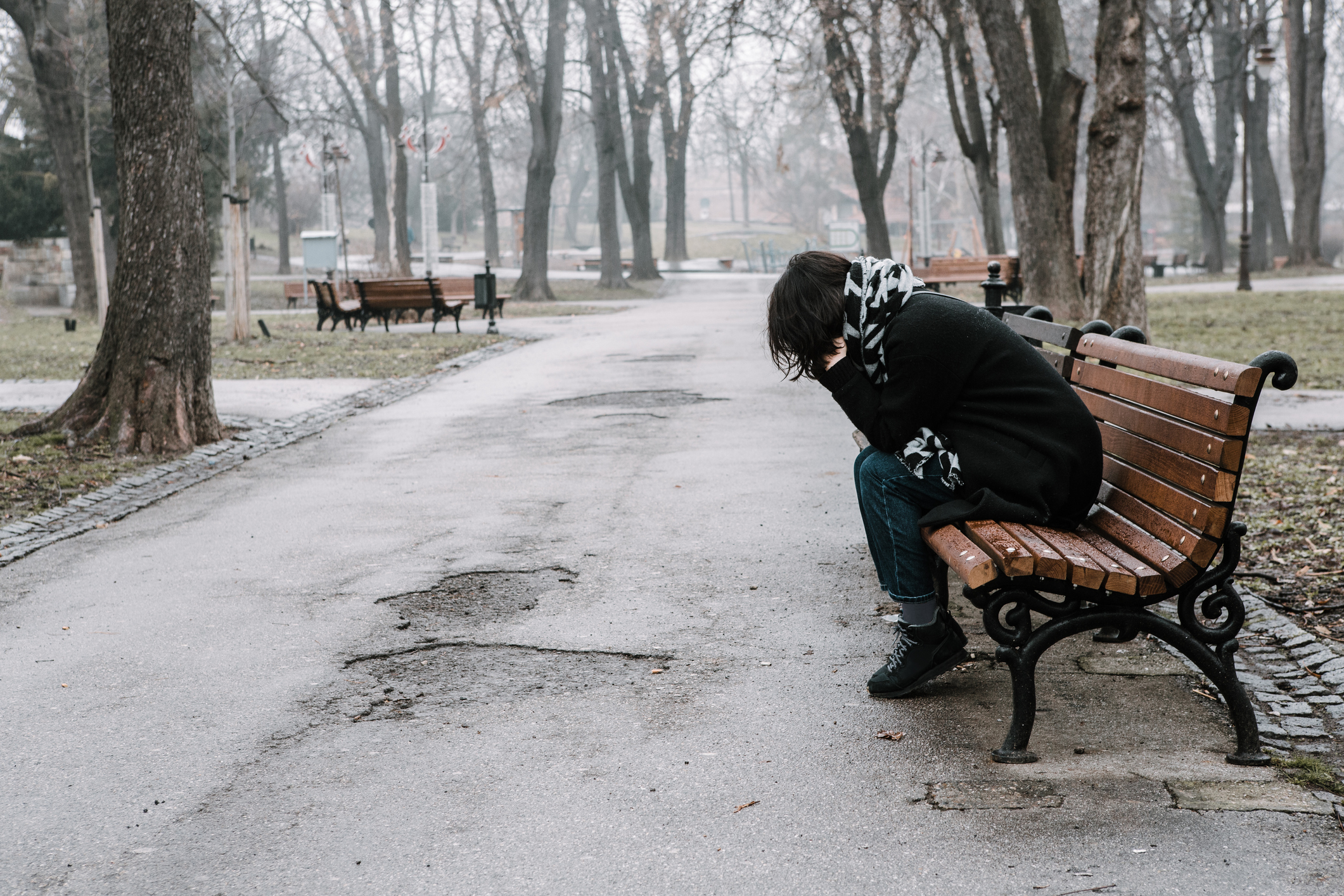Girl sitting on a bench and having a tough time (Getty Images)