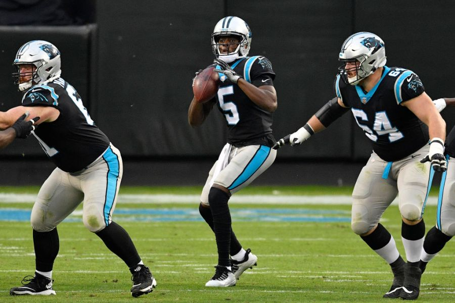 CHARLOTTE, NORTH CAROLINA - NOVEMBER 15: Teddy Bridgewater #5 of the Carolina Panthers looks to pass against the Tampa Bay Buccaneers during their NFL game at Bank of America Stadium on November 15, 2020 in Charlotte, North Carolina. (Photo by Grant Halverson/Getty Images)