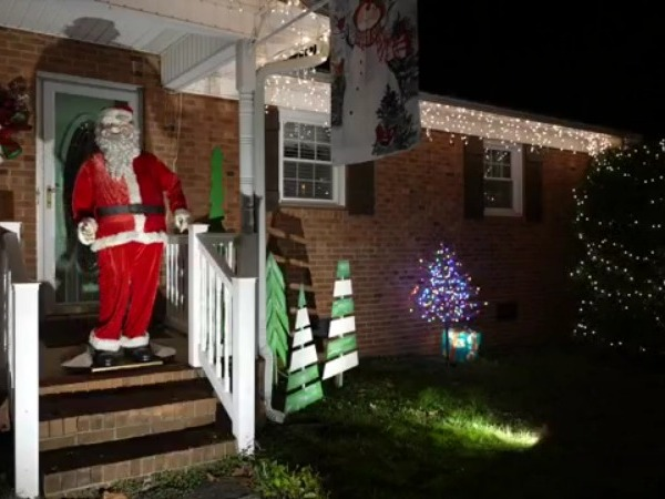 Dancing Santa the star of Thomasville family's many Christmas decorations