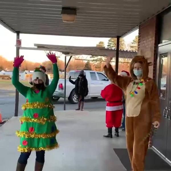Fairgrove Elementary staff surprise kids with Christmas cheer as they head into holiday break