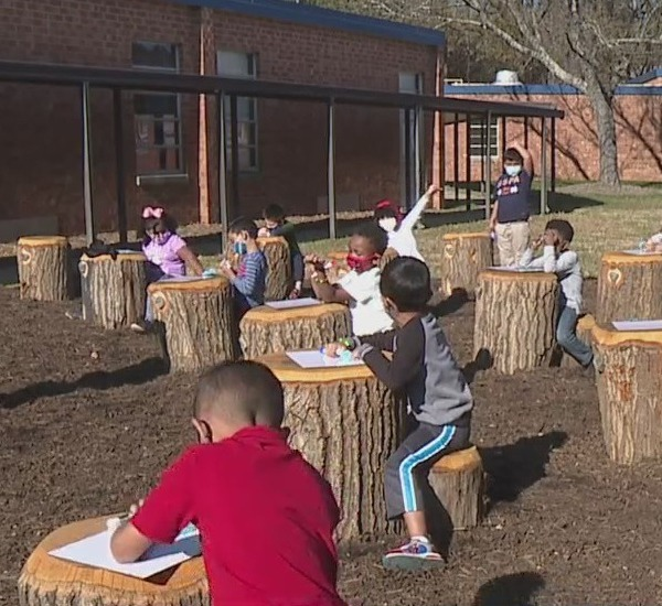 New outdoor classroom gets kids excited to learn at Foust Elementary School
