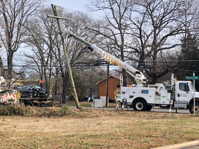 Crash knocks out power to traffic signals on Yanceyville Street in Greensboro; All lanes closed