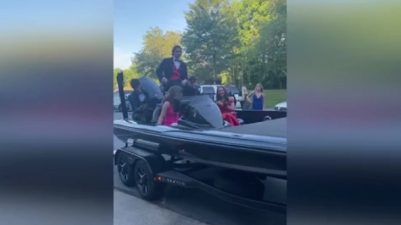 Forget limos! These Davidson County teens cruised to their junior prom on a fishing boat