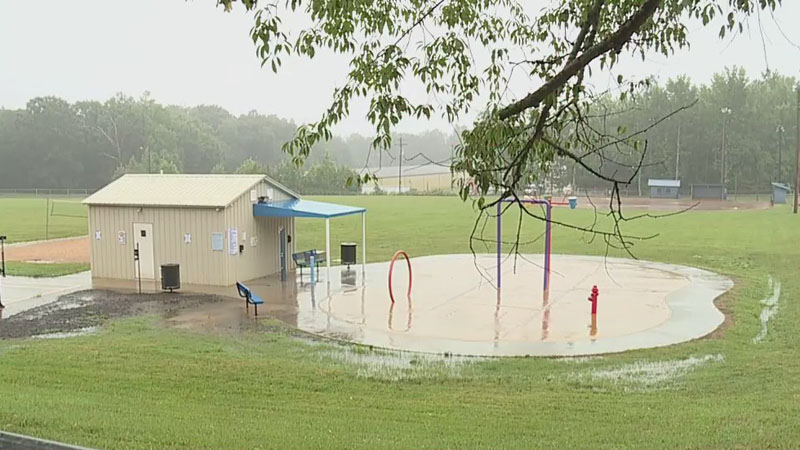 18 Davidson County children have 'chemical burns' after visiting splash pad, parents say