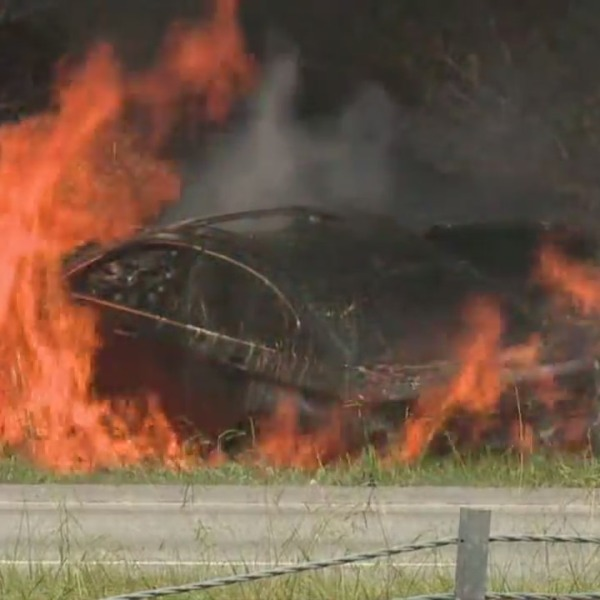 1 dead after fiery crash with 3 vehicles; all lanes of I-40 near Thomasville Road in Winston-Salem shut down
