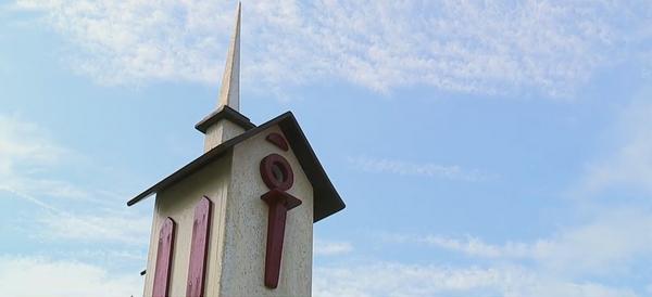 'It's my therapy': Asheboro man makes unique birdhouses