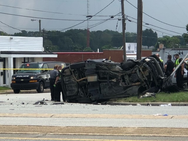 Crash closes East Wendover Avenue in Greensboro, injuries reported
