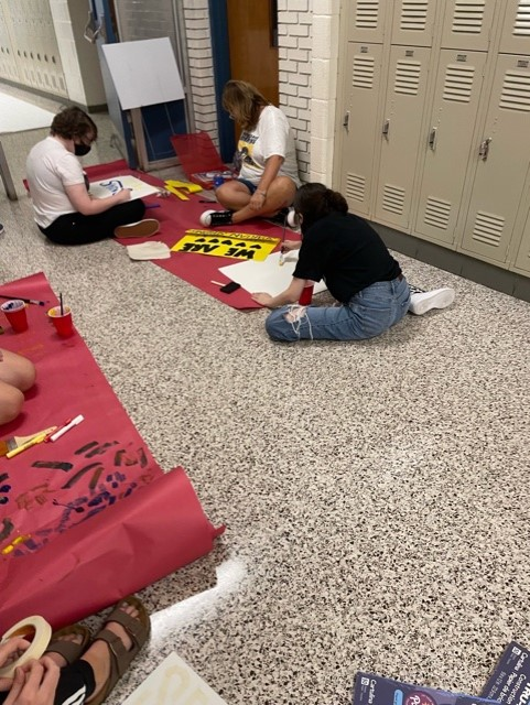 Mount Tabor students decorate school with hearts, banners to show 'Spartan spirit' ahead of return to school