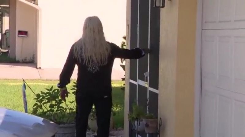 Dog the Bounty Hunter shows up at Brian Laundrie's family home, knocks on door